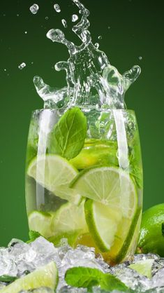 Try this lime, cucumber and mint detox water recipe to start losing weight naturally! The smooth blend of healthy ingredients will make your water taste great while also providing benefits to your body. Mint Detox Water, Cucumber Detox Water, Mint Water, Fun Drinks, Healthy Drinks, Healthiest Drinks, Beverages, Lemon Water Health Benefits, Drinking Lemon Water