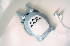 I just had to post this Totoro iPod case.