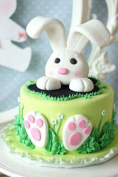 Want to bake an Easter Cake? Bake a cute & traditional Bunny Cake this Easter. Make your Easter brunch special with these festive Easter Bunny Cake Recipes. Easter Bunny Cake, Easter Cupcakes, Easter Cookies, Easter Treats, Bunny Party, Bunny Cakes, Easter Cake Fondant, Easter Party, Bunny Birthday Cake