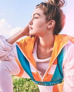 After unveiling a teaser in December, the Gigi x Reebok collaboration has finally been released. And of course supermodel turned designer Gigi Hadid fronts the… Gigi Hadid Looks, Bella Gigi Hadid, Gigi Hadid Reebok, Teen Prom, Outfit Invierno, Img Models, Celebs, Celebrities, Photoshoot