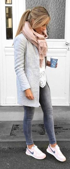 Trendy Street Style Winter Outfits and Street Chic Clothes - Love This Styles - Winter Mode Cozy Winter Outfits, Casual Fall Outfits, Casual Winter, Dress Casual, Winter White, Winter Clothes, Autumn Outfits Women, Winter Tops, Winter Wear