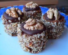 Vánoční dortíčky | brydova.cz Small Desserts, Sweet Desserts, Sweet Recipes, Christmas Sweets, Christmas Baking, Czech Desserts, Bite Size Cookies, Xmas Cookies, Cake Cookies