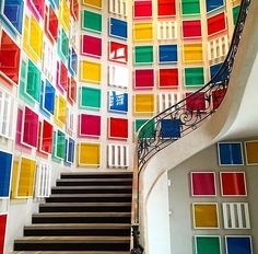 up a down staircase, colorfully, care of Daniel Buren. via kellybehunstudio Museum Of Contemporary Art, Contemporary Paintings, Large Artwork, Original Artwork, Abstract Canvas Art, Canvas Wall Art, Daniel Buren, Stair Art, Art Cube