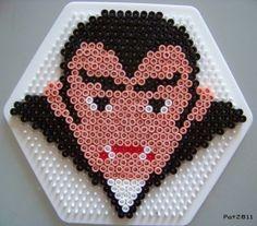 Halloween vampire hama perler beads by Les loisirs de Pat Perler Beads, Perler Bead Art, Fuse Beads, Halloween Quilts, Halloween Crafts, Hama Beads Patterns, Beading Patterns, Hama Beads Halloween, Dracula
