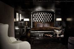 this is what the bedroom of a bachelor should look like. i would date this man.