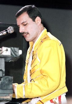 Freddie Mercury of Queen during the show at Wembley Stadium London 11 & 12 July 1986 (photo by Phil Dent) Queen Freddie Mercury, Mary Austin Freddie Mercury, John Deacon, Brian May, I Want Him Back, Roger Taylor, Queen Love, Queen Band, Civil War Photos