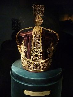 The coronation crown of George IV who was coronated in July 1821. The crown is now kept in Martin Tower in the Tower of London.