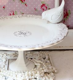 White Cake Plate Dessert Pedestal Cake Stand with ceramic bird