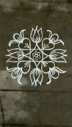 Rangoli Patterns, Rangoli Ideas, Diwali Rangoli, Indian Rangoli, Rangoli With Dots, Simple Rangoli, Beautiful Rangoli Designs, Kolam Designs, Easy Chalk Drawings