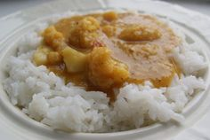 Curry s květákem a červenou čočkou recept - TopRecepty. Zucchini Corn Recipe, Thing 1, Naan, Cauliflower, Grains, Curry, Recipes, Food, Turmeric