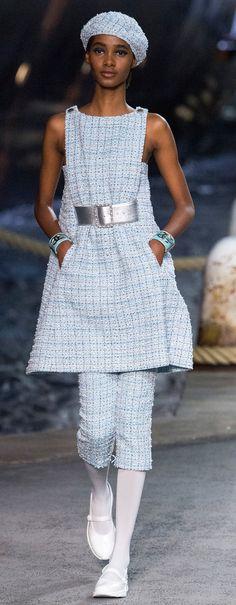 Tami Williams for Chanel Cruise 2019 Chanel Fashion, Couture Fashion, Runway Fashion, Womens Fashion, Fashion Trends, Chanel Resort, Chanel Cruise, Style Casual, Feminine Style