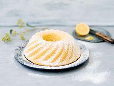 Sitruunakakku Irish Cream, Pavlova, Hamburger, Panna Cotta, Lemon, Bread, Baking, Fruit, Ethnic Recipes