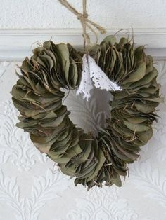 i wanna do this with bay leaves~ heart shaped things Diy Wreath, Burlap Wreath, Wreaths, 1st Christmas, Xmas, Fresh Wreath, Magnolia Leaves, Bay Leaves, Herbs Indoors