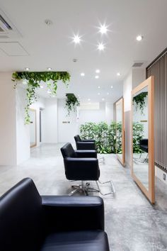 Hair Salon Design: Comfort and Relaxing Atmosphere : Black Comfortable Chairs In Appealing Hair Salon Interior Salon spaces meant to inspire you! Interior Design | Salon Workspace | Salon Design