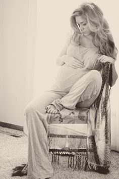 Gorgeous maternity photos that don't include exposing the belly. They are beautiful! Gorgeous maternity photos that don't include exposing the belly. They are beautiful! Maternity Poses, Maternity Portraits, Hippie Maternity, Studio Maternity Photos, Maternity Chair, Maternity Photo Outfits, Maternity Styles, Casual Maternity, Maternity Dresses