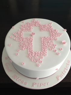 I always get stuck on designs for baptism and communion cakes. This is a nice version of a christening Cake Christening Cake Girls, Girl Baptism Cakes, Simple Baptism Cake, Baptism Desserts, Baptism Party, Baptism Ideas, Theme Bapteme, White Chocolate Mud Cake, First Holy Communion Cake