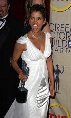 Halle Berry Photos - 2002 SAG Awards - Press Room - Zimbio