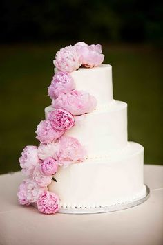 Simple cake with flowers... Different color of course - pink=icky
