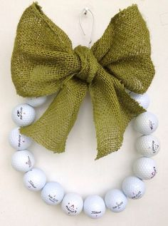 A cool golf wreath perfect to give your golfing buddies! More golf ideas at #lorisgolfshoppe