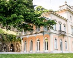 Classicism and modernity perfectly mixed up! A beautiful Villa on Lake Como for a classy event.
