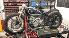 B Bmw Motorcycles, Vintage Motorcycles, Custom Motorcycles, Custom Bikes, Cafe Bike, Bmw Cafe Racer, Motorcycle Engine, Cafe Racer Motorcycle, Bmw Classic