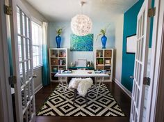 House of Turquoise: JLV Creative Interior. Blues with black and white rug. House Of Turquoise, Turquoise Office, Guest Room Office, Office Wall Decor, Home Office Space, Living Room Themes, White Rug, Luxury Interior Design, Black Decor