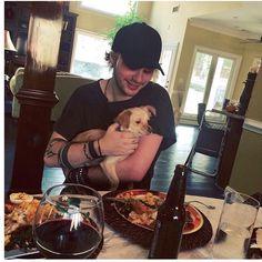 OMG MIKEY. KITTEN. WITH A KITTEN. STOP ME. FEELS. I CAAAAN'T!!!!!♥♥♥