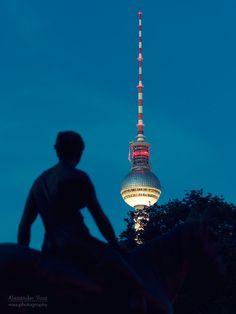 Berliner Fernsehturm bei Nacht | Alexander Voss, Berlin | Fine Art Fotografie | Digital & Analog My Town, Berlin Germany, Empire State Building, Poster, History, City, Photography, Travel, Bb