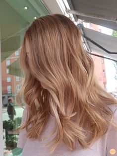 F U N Warme blonde Haarfarbe - Pfirsich Stockholm Why spending a fortune on h Blonde Hair Looks, Blonde Hair With Highlights, Brown Blonde Hair, Blonde Balayage, Honey Blonde Hair Color, Honey Coloured Hair, Butter Blonde Hair, Beachy Blonde Hair, Hair Color For Fair Skin