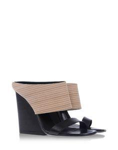 Pin for Later: Trouvez chaussure à votre pied en cliquant ici ! Mules Vic Matié Mules et sabots (285 €)