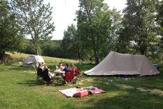 campingplaatsen in de zon voor het voorseizoen en naseizoen