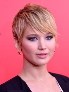 : It was all about the winged out smoky eye for Jennifer Lawrence in New York, and her pixie was styled in a sleek side bang with flipped out ends.
