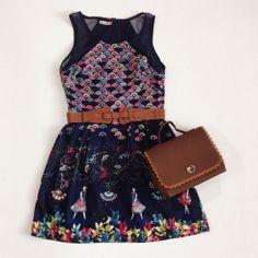 Vestido Curto Leques + Bolsa Maleta + Cinto Camada Laço