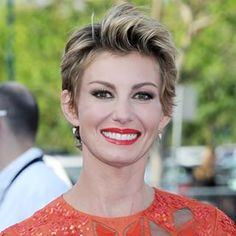 Gorgeous @faithhill at the LA premier of Tomorrowland wearing EFC partial diamond spike drop earrings! ❤️ Xo, EF