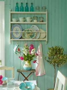 House of Turquoise: cottage decor Cottage Chic, Estilo Cottage, Cute Cottage, Cottage Living, Home Living, Cottage Style, House Of Turquoise, Turquoise Cottage, Turquoise Walls
