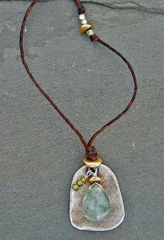 (http://www.elizabethplumbjewelry.com/chalcedony-and-green-garnet-linen-necklace/)