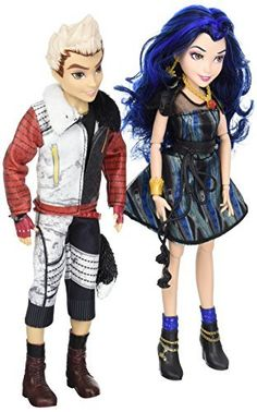 Disney Descendants includes set of dolls Dolls inspired by Evie Isle of the Lost, daughter of the Evil Queen, and Carlos Isle of the Lost, son of Cruella DeVil Each doll comes wearing an outfit and a matching pair of shoes Disney Descendants Dolls, Disney Descendants 2, Descendants Characters, Disney Diy, Cute Disney, Disney Stuff, Disney Barbie Dolls, Isle Of The Lost, Sports Games For Kids
