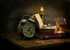 Reloj Velas Reloj despertador Libro Vaso de vino Gafas lentes, anteojos