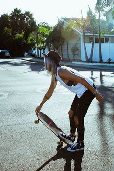 Now, skate outfit is for that reason accepted in popular tradition, that'd it are definitely sitting ducks for every to wear. Tomboy Fashion, Fashion Outfits, Tween Fashion, Lolita Fashion, Style Surfer, Surf Style, Converse Outfits, Skater Girl Outfits, Skater Girl Fashion