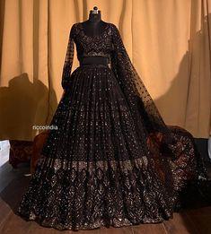 Pakistani Dresses Party, Indian Gowns Dresses, Party Wear Lehenga, Indian Fashion Dresses, Dress Indian Style, Indian Designer Outfits, Dress Fashion, Fancy Wedding Dresses, Indian Wedding Gowns