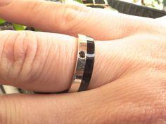 Anillo Plata de Ley Ebano con Brillante Redondo 2mm Love Bracelets, Cartier Love Bracelet, Bangles, Etsy, Diamond, Rings, Jewelry, Sterling Silver, Glow