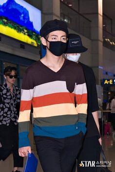 V and Rap Monster ❤ @ Incheon Airport #BTS #방탄소년단 Bts Airport, Airport Style, Airport Fashion, Seokjin, Namjoon, Bts Face, Bts And Exo, Incheon, V Taehyung