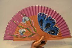 Abanico de madera pulido con imagen de una Mariposa Azul, pintado a mano. Precio: 12,30€  http://www.artesania-alla.es