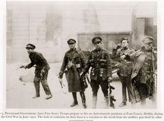 Irish civil war : National Army troops just as the Four Courts in Dublin explodes. Note the Thompson submachine guns. Ireland 1916, Dublin Ireland, Semitic Languages, Michael Collins, War Image, Rare Pictures, Civilization, Old Photos, Revolution