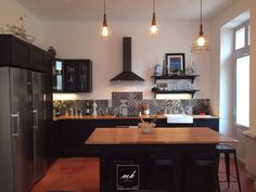 Our interior decorator in Marseille, bought an old country house . Butcher Block Kitchen, Kitchen Tiles, Kitchen Design, Black Kitchens, Cool Kitchens, Kitchen Interior, Kitchen Decor, Sweet Home, Dream Decor