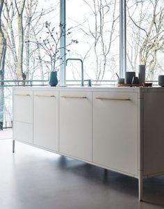 UNIT - Silk-effect Bianco lacquer, Hanex N-White #CesarKitchen #design #interiors #kitchen