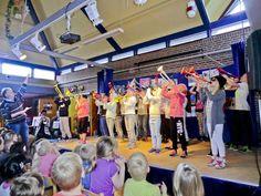 Andijk - Nog steeds is het zo dat iedere groep tijdens het lopende schooljaar een theater verzorgt. We hebben een spetterend optreden van groep 7 gezien ( helemaal door henzelf bedacht en uitgevoer...