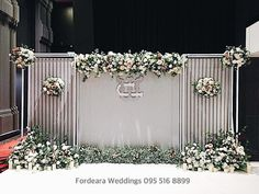 #weddingplaner Wedding Stage Decorations, Backdrop Decorations, Wedding Arch Flowers, Floral Wedding, Wedding Photo Walls, Photowall Ideas, Wedding Planer, Floral Backdrop, Altar