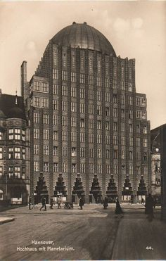 Photographs of German expressionist buildings from the early century Fascist Architecture, Islamic Architecture, Facade Architecture, Historical Architecture, School Architecture, Hans Poelzig, Bauhaus, Monuments, Amsterdam