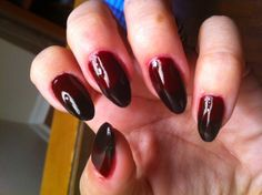 Pointed nails with ombre coloring are back in style